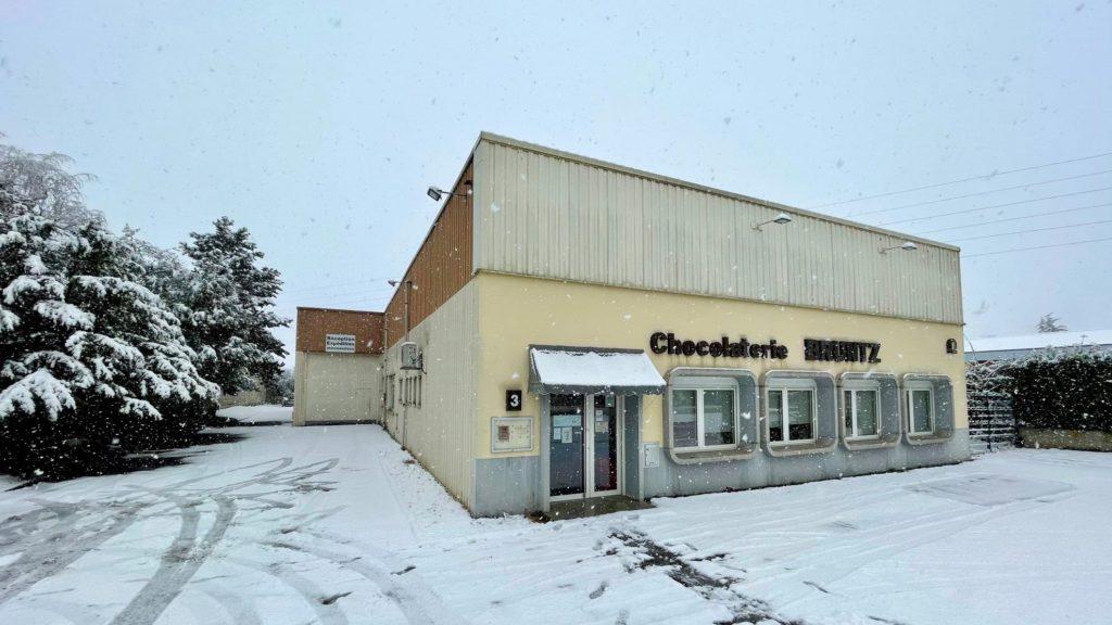14 et 15 janvier 2021 : La neige continue de tomber et la Chocolaterie se pare de son plus beau manteau blanc de saison. C'est l'hiver comme on l'aime en Alsace ?☃️