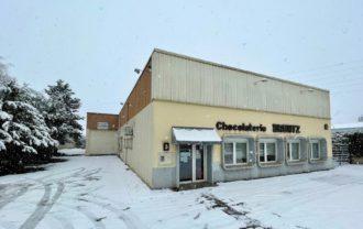 14 et 15 janvier 2021 : La neige continue de tomber et la Chocolaterie se pare de son plus beau manteau blanc de saison. C'est l'hiver comme on l'aime en Alsace 😍☃️